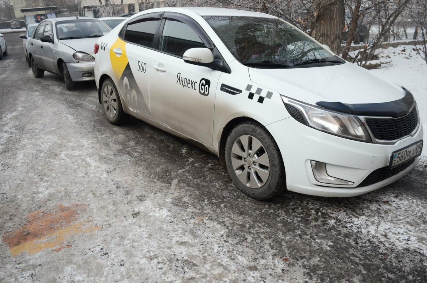 Как дезинфицируют машины, выполняющие заказы сервиса Яндекс.Такси в Алматы, фото-5