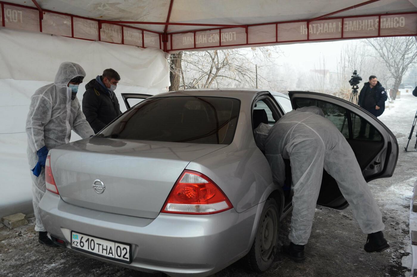 Как дезинфицируют машины, выполняющие заказы сервиса Яндекс.Такси в Алматы, фото-12
