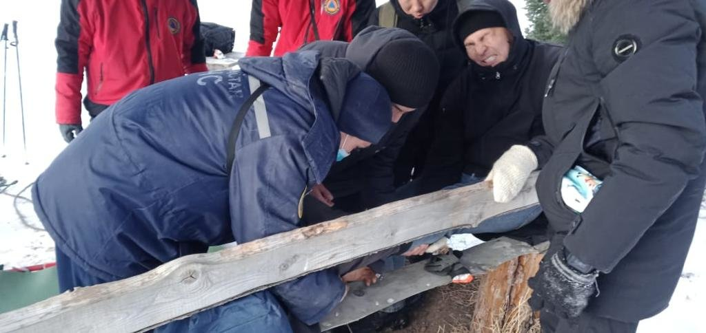 Спасатели помогли мужчине, сломавшему ногу при катании с горки на Кок-Жайлау, фото-1