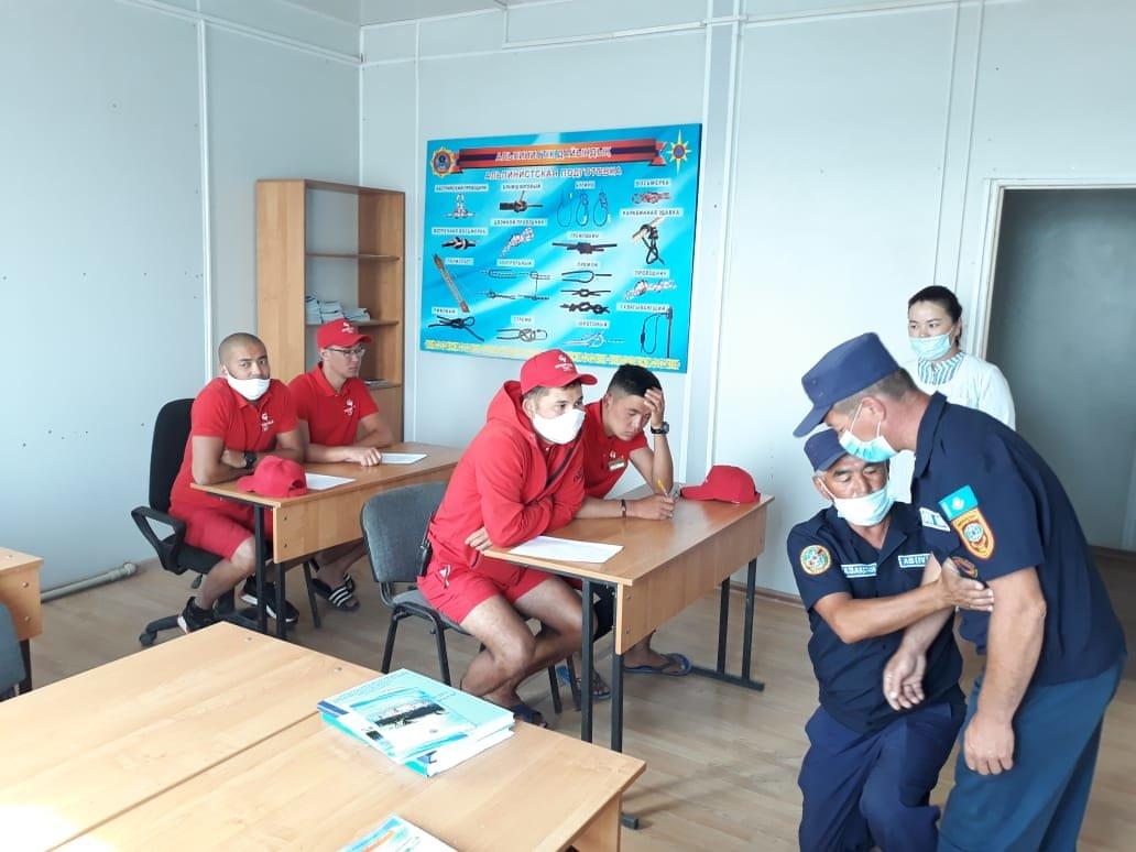 Как работают спасатели на заснеженных дорогах Алматинской области, фото-9