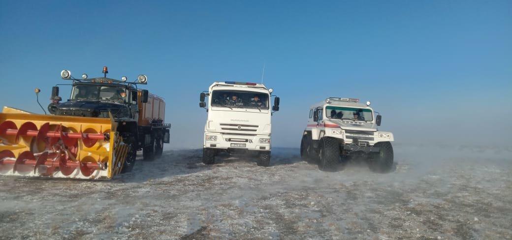 Спасатели всю ночь помогали застрявшим в заносах автомобилистам на закрытых дорогах Алматинской области, фото-1