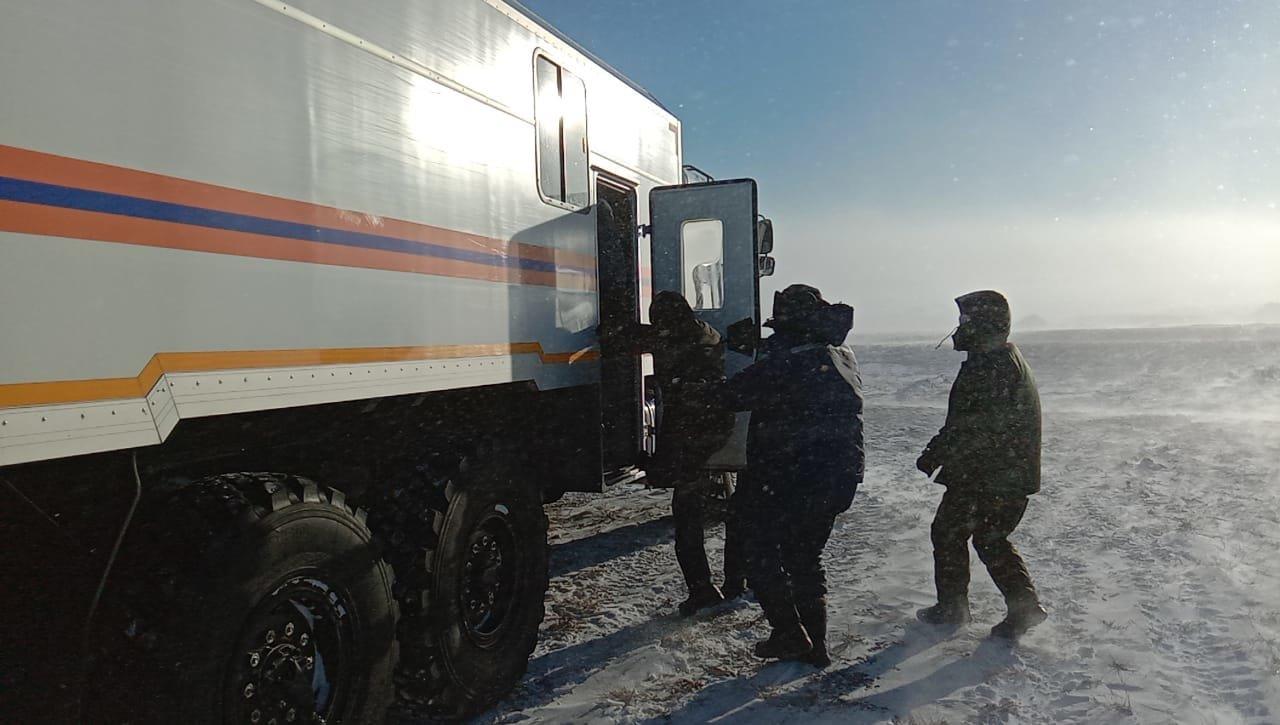Спасатели всю ночь помогали застрявшим в заносах автомобилистам на закрытых дорогах Алматинской области, фото-2