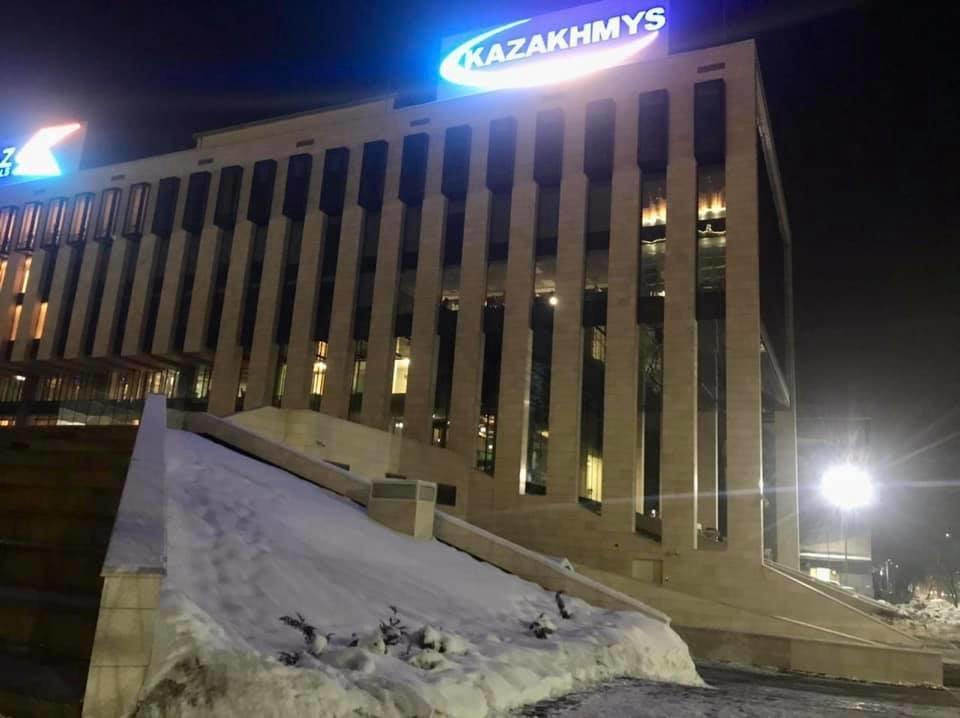 В акимате Алматы прокомментировали информацию о вырубке ели на пересечении Достык и Курмангазы, фото-1