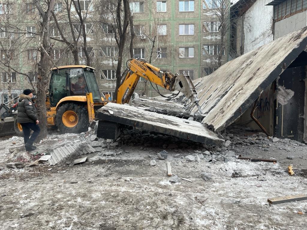 В январе в присутствии судебных исполнителей начался снос объекта