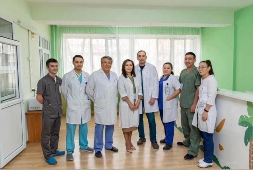 Операция была проведена заведующим отделением хирургии Ахпаровым Нурланом Нуркиновичем