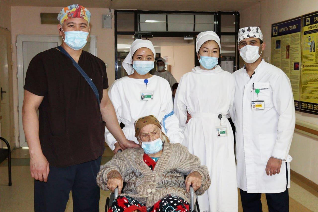 Столетнюю пенсионерку удачно прооперировали в Алматы, фото-3