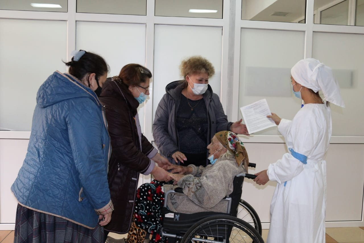 Столетнюю пенсионерку удачно прооперировали в Алматы, фото-1