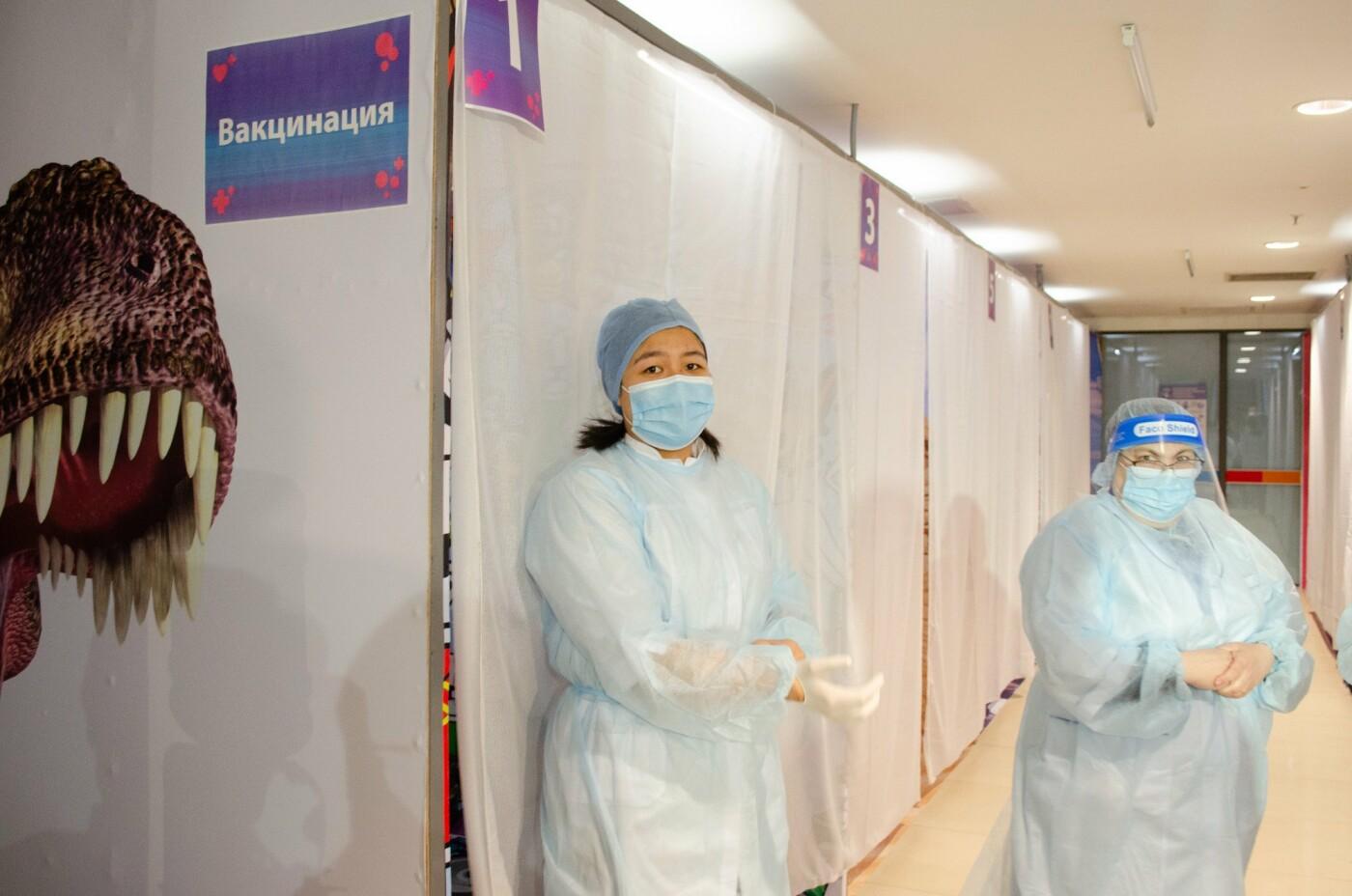 Как в ТРЦ Алматы проходит массовая вакцинация казахстанской вакциной QazVac, фото-2