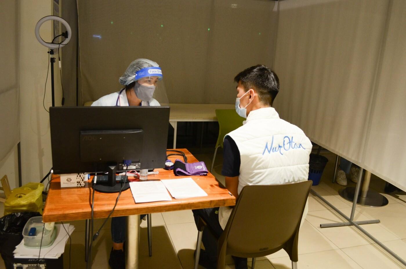 Как в ТРЦ Алматы проходит массовая вакцинация казахстанской вакциной QazVac, фото-4