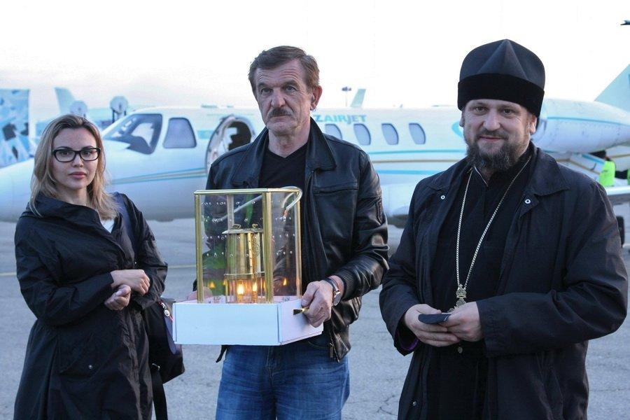 В Алматы доставили Благодатный огонь из Иерусалима, Агентство православных новостей