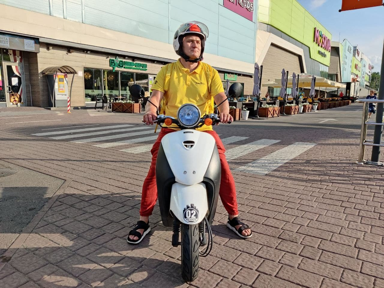 В хорошую погоду Евгений всегда передвигается на скутере, фото Евгения Портных