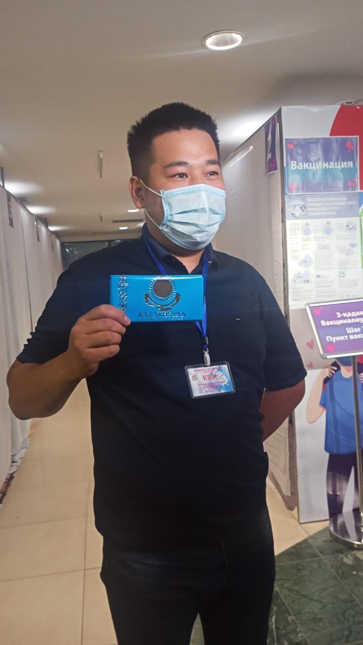 Подарки дарят вакцинированным в честь праздника в Алматы, Акимат Алматы