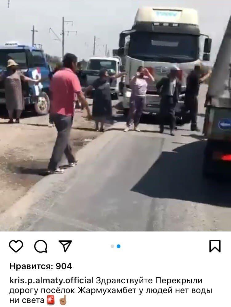 В Алматинской области жители села в знак протеста перекрыли дорогу, фото-1