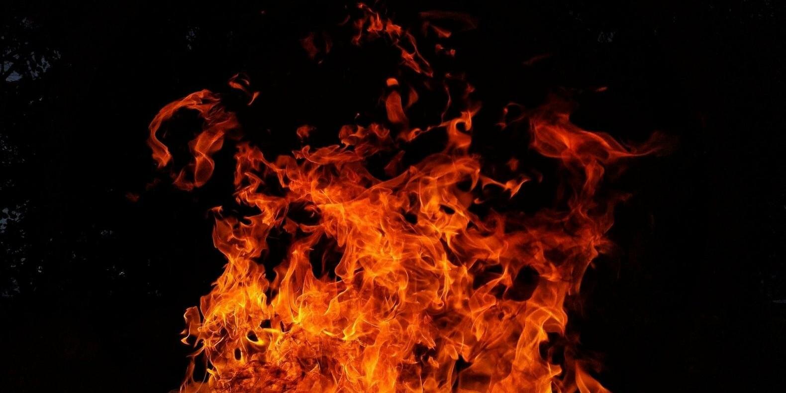 Склад с памперсами горел в Алматы