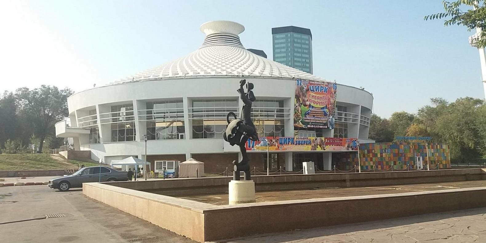 Акимат проверил фонтан у здания цирка в Алматы, где пострадали женщина и двое детей