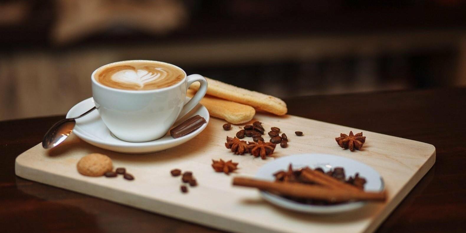 Врач рассказала какие продукты опасно употреблять с кофе